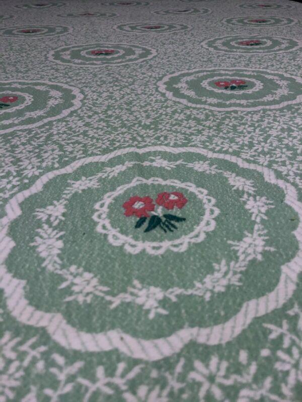 Floral Design Coverlet Bedspread Blanket Green & Rose Medallion Vintage Queen