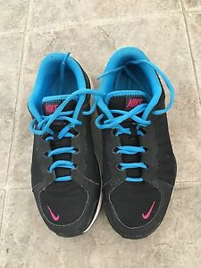 Nike sneakers like new size 6 moving sale