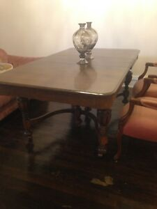 Antique Dining Table/2 Leaves