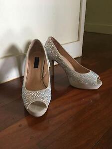 SIZE 9.5 elegant GORGEOUS sparkly heels Tarragindi Brisbane South West Preview