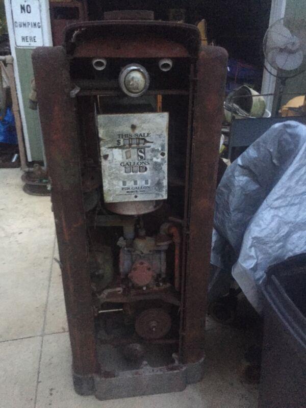 vintage Wayne 70. gas pump (factory cutdown)
