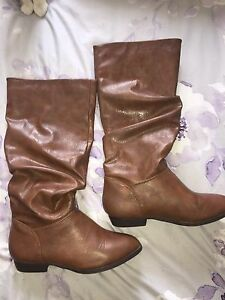 Brown boots - Size 6 (-6.5) New