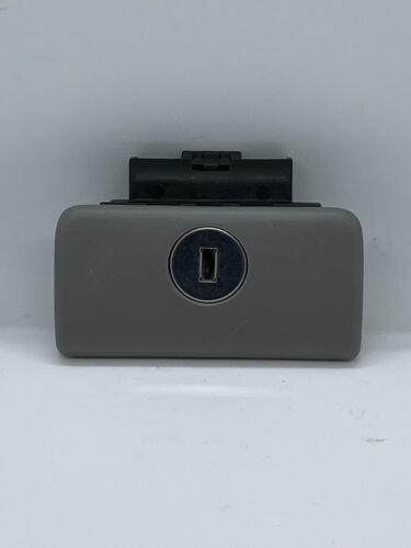 02-06 Toyota Camry Glove Box Latch Handle Gray