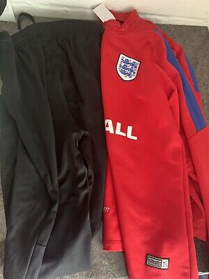 Boys Nike England Tracksuit Top And Bottom Age 12