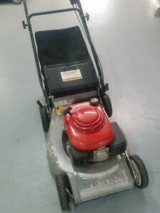 PRE-OWNED HONDA HRU215 SELF PROPELLED MOWER Bendigo Bendigo City Preview