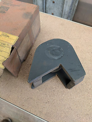 New Holland Tractor Quick Hitch Support Ball Pn D9nn E807 Aa - 83918667