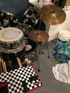 NEED GONE  Peavy drum kit 6 peace