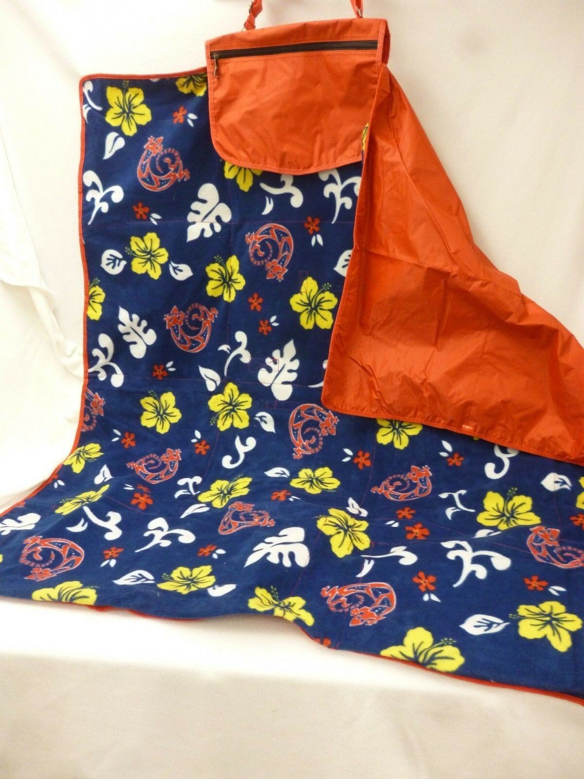 NEW ALOHA BLANKET TOTE PICNIC TIME BUILT IN PILLOWS FOLDING