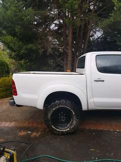 Toyota hilux sr5 tub and canopy