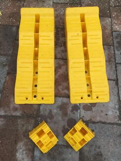 LEVELLING RAMPS & CHOCK SETS X 2 PRICE IS FOR BOTH