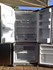 Samsung fridge near new $550 Ambarvale Campbelltown Area Preview