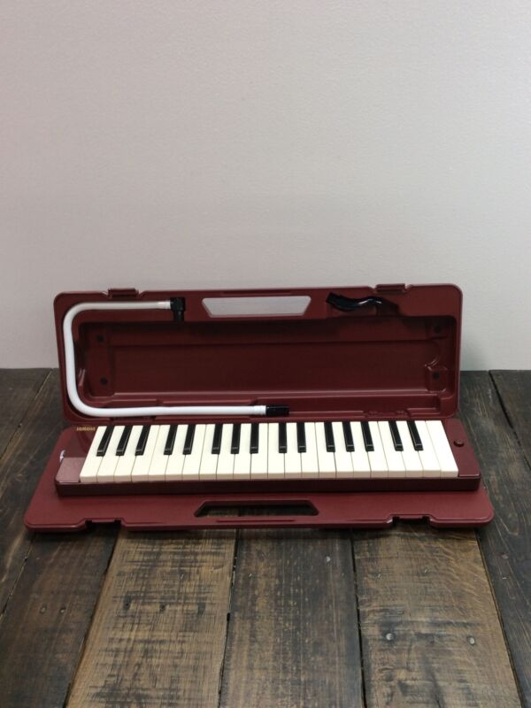 YAMAHA Pianica 37-Note Melodica Maroon P-37D *READ*
