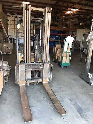 Caterpillar 6000lb Forklift Propane