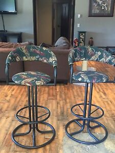 2 bar stools in great condition