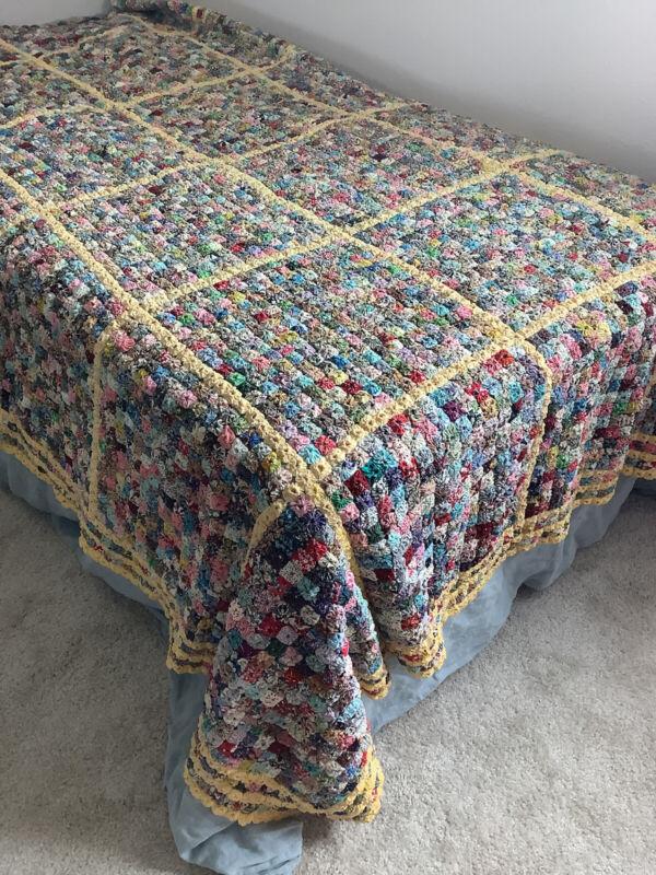 Vintage Antique Hand-Stitched Yo Yo Circle Quilt Coverlet Pastel colors