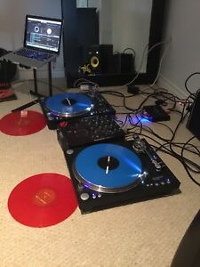 Professional scratching turntables