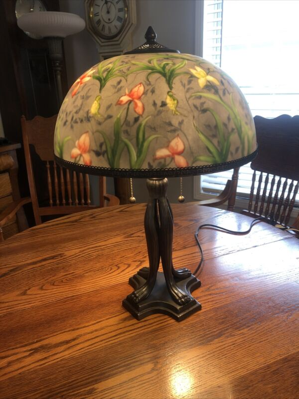 BEAUTIFUL FLORAL N BIRDS OBVERSE PAINTED VINTAGE TABLE LAMP
