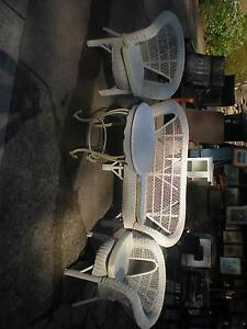 4 PIECE WICKER CHAIRS & TALBLE SET EUC Windsor Hawkesbury Area Preview