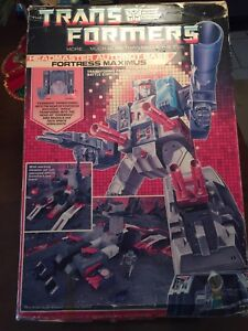 Vintage complete g1 Tranformers fortress Maximus