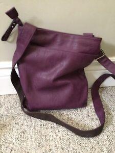 Women's leather messenger bag