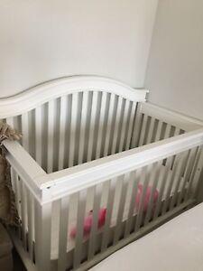 Crib white and brand new mattress