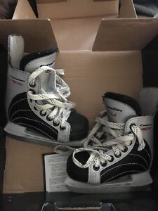 Canadien youth skates size 8D