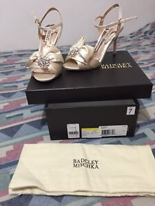 BNIB Badgley Mischka Samantha ivory formal shoes, womens 7