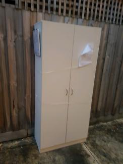Free large standalone pantry/cupboard