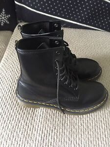 Dr Marten's Air Cushioned Boots Size 8