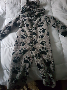 Size 4 dog paws winter onsie. Good condition Barnsley Lake Macquarie Area Preview