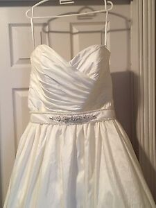 Beautiful Never Worn Wedding Dress