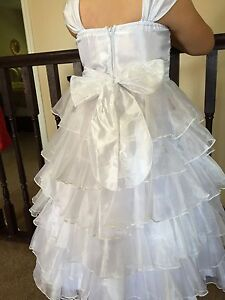 Gorgeous white dress great for flower girl and communion size 08 London Ontario image 3