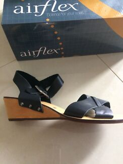 Airflex Black Leather Wedged Sandals Size 7 - New
