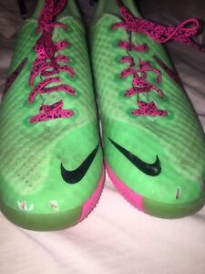 Nike skin indoor soccer shoes size 9.5