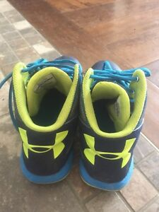 Size 6 under armour basketball shoes