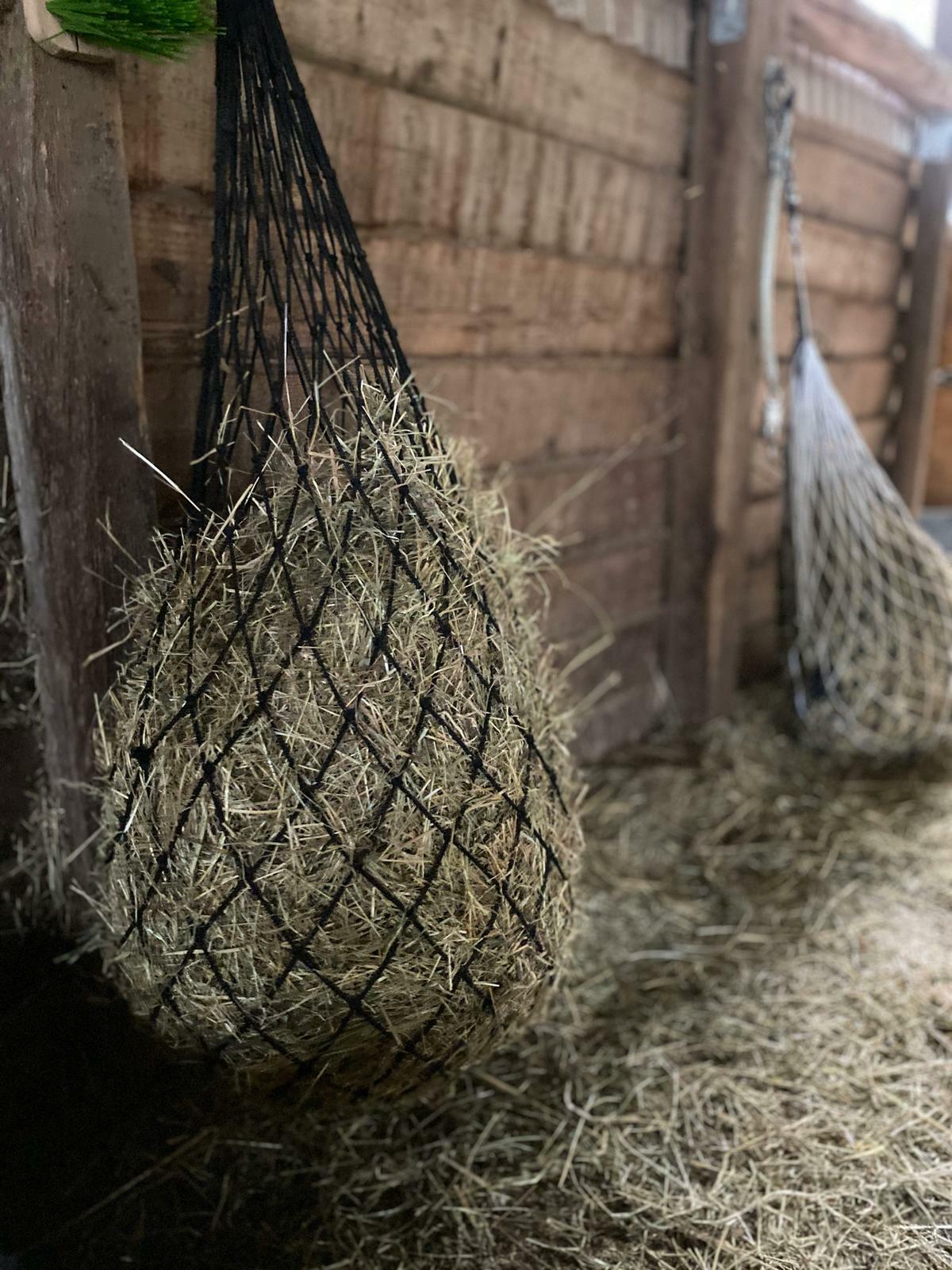 Heunetz Pferde Futternetz Heusack Beschäftigungsnetz  Maschenweite 6x6cm schwarz