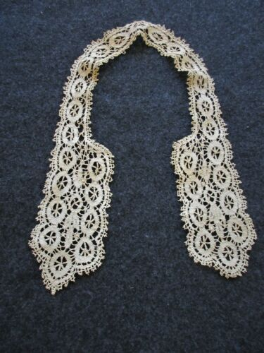 ANTIQUE FRENCH CLUNY LACE COLLAR ..ECRU...COLLECTOR..STUDY