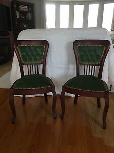 Antique Accent Chairs / Chaises d'appoint