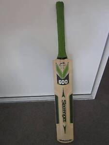 Slazenger V600 Pro cricket bat Newport Hobsons Bay Area Preview