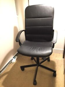 Quick sell Chair for $15 pickup in Rhodes