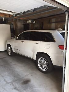 2017 jeep grand Cherokee summit One owner 11,700KM