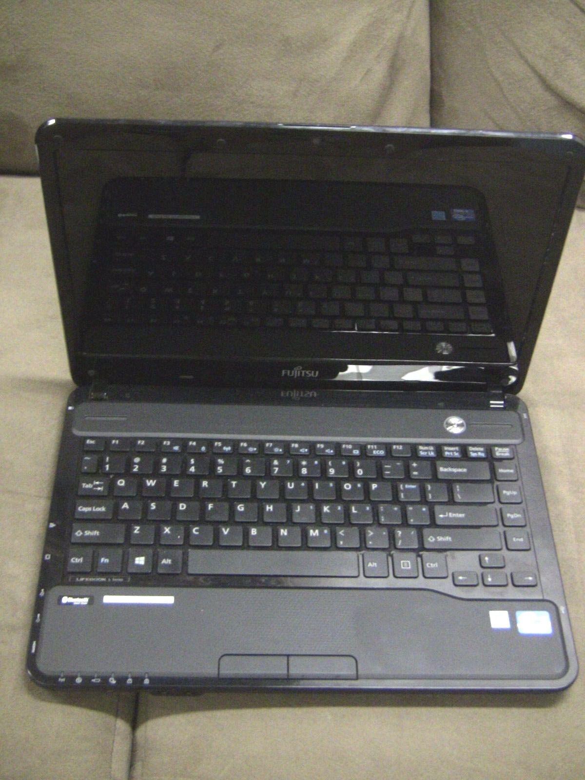 Fujitsu Litebook L Series LH532 Core i5 -3210M, 6 GB Ram, Powers On, No Hrd Dr