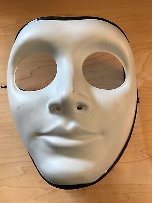 Spirit Halloween Ivory Colored Mask with Black Trim NEW (Halloween Mask Coloring)
