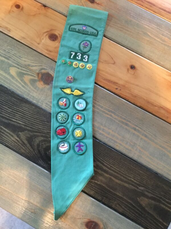 Vintage Girl Scout Green Sash 12 Patches 6 Pins
