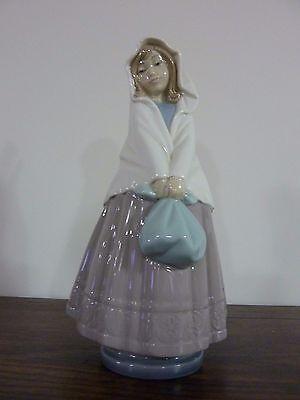 "Vintage LLADRO NAO ""Girl With Bundle"" 10"" Figurine / 1982 / Retired"