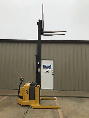 2006 Yale Walkie Stacker - Walk Behind Forklift - Straddle Lift Only 3564 Hours