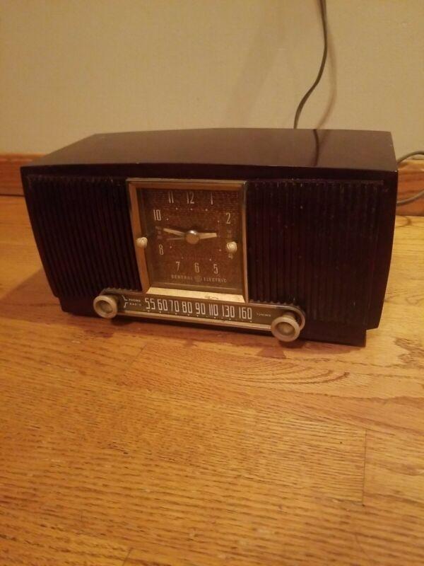 Vintage GE GENERAL ELECTRIC CLOCK RADIO MODEL 551 1952-53
