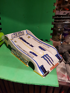 New 1/8 rc onroad titan blitz lola racing pan style painted body Norlane Geelong City Preview