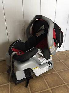 Graco Classic Connect infant car seat w/ base