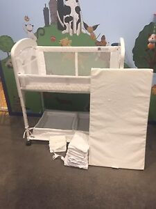 Arms Reach Deluxe Cambria Co-sleeper - White Edgeworth Lake Macquarie Area Preview